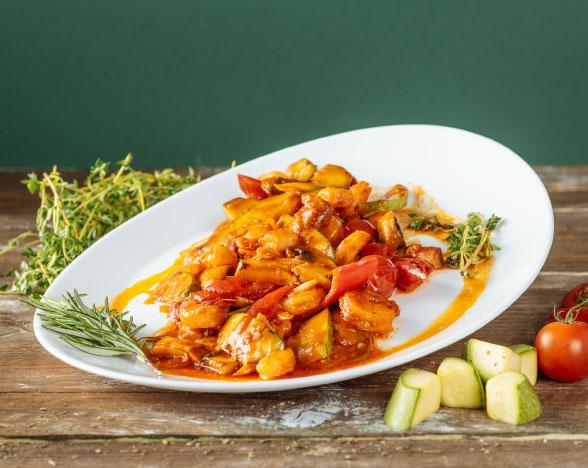Creveți cu legume și sos roșu